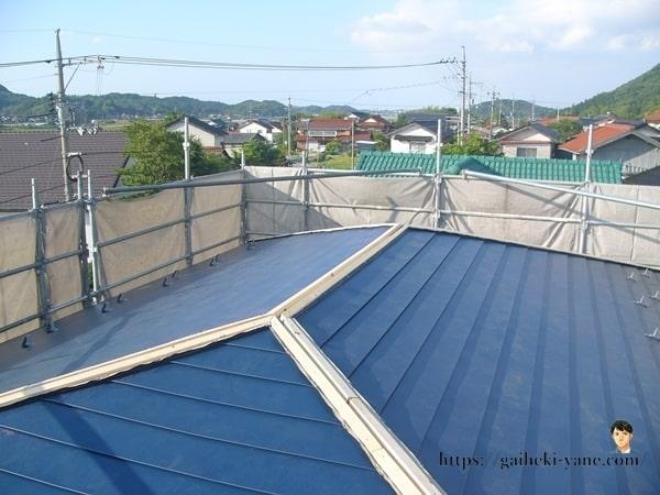 2階屋根部分のガルバリウム鋼板カバー工法