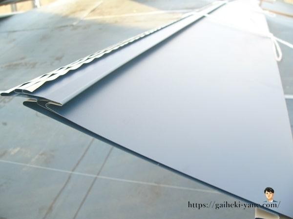 表面加工や複雑な形状が施されていないガルバリウム鋼板