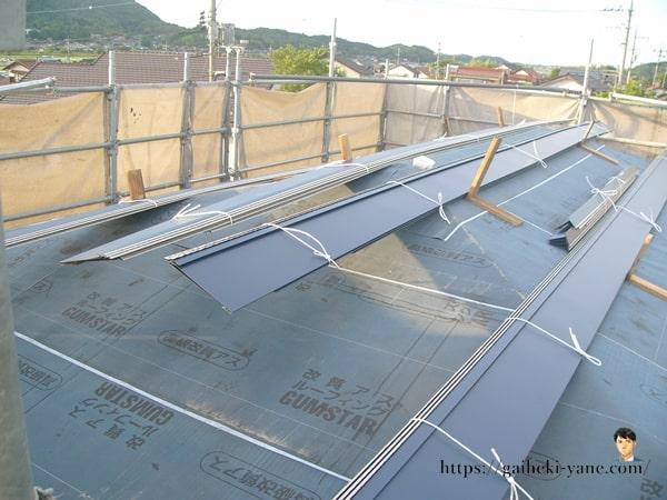 2階屋根部分のガルバリウム鋼板貼り