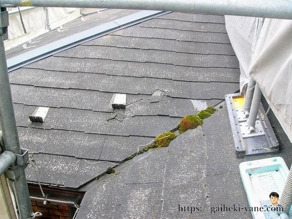 足場から見た屋根の劣化具合