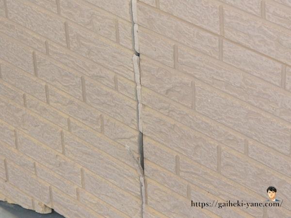 ④コーキング部分に隙間などの劣化が見られる