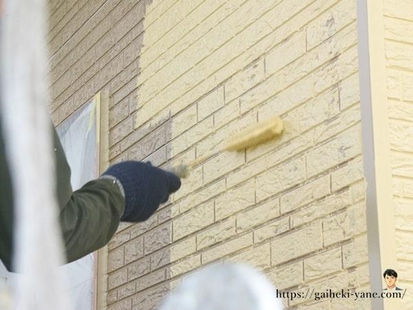 1階外壁の中塗り&仕上げ塗り