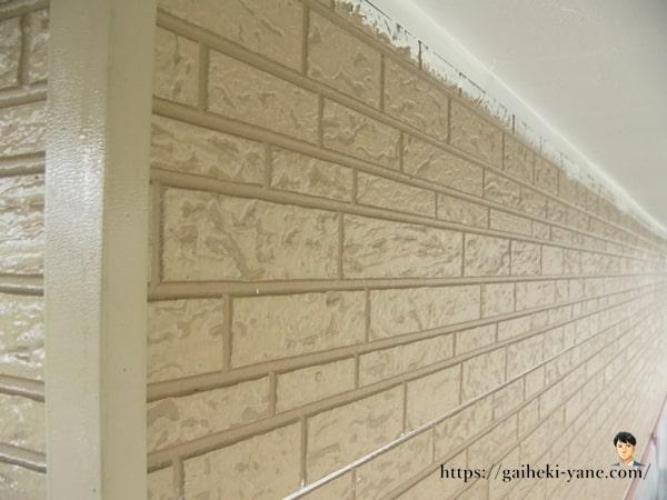 別の角度から下塗り後の外壁