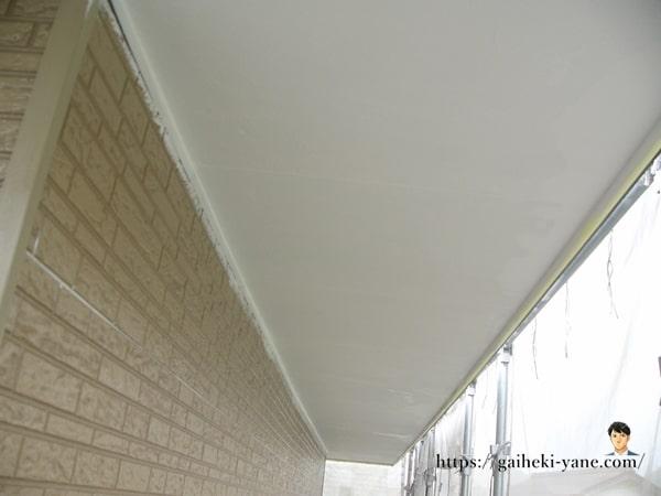 2階軒天部分も塗装