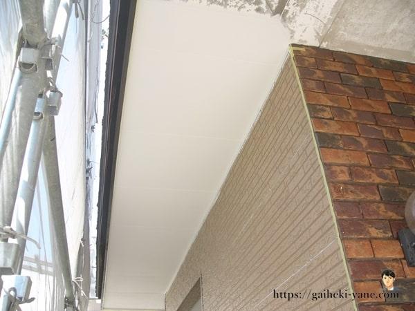 1階の軒天仕上げ塗装