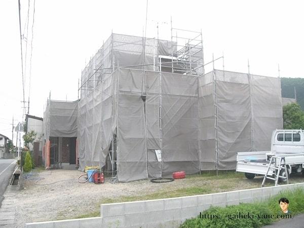 6月11日:軒天下の塗装剥ぎ(高圧洗浄)