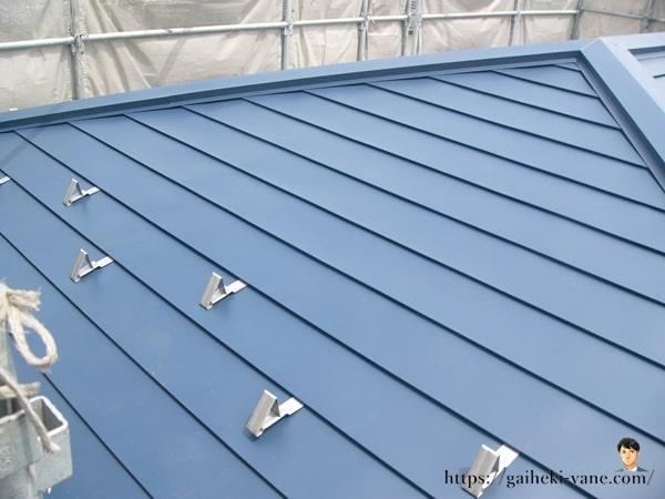 屋根素材の中は通気性を確保してあり湿気を逃す