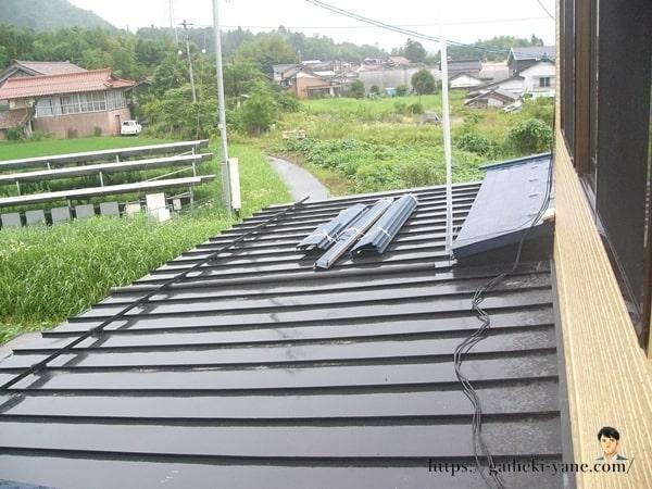 残った屋根塗装部分
